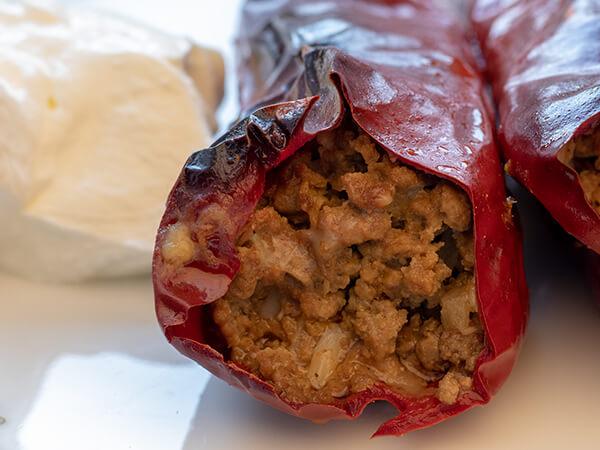 Punjene suve paprike sa mesom i pavlakom
