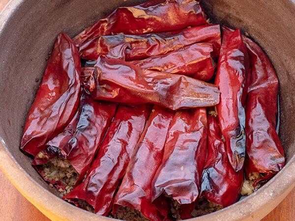 Punjene suve paprike sa mesom u rerni ispod saca