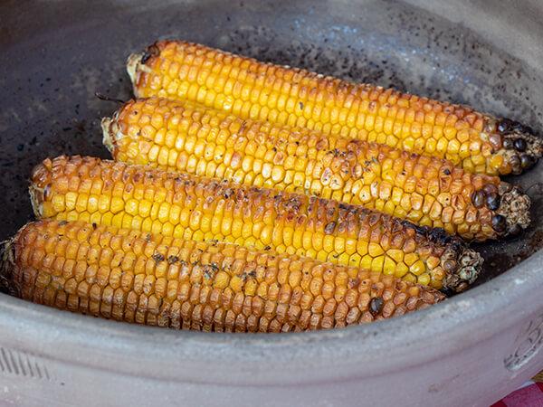 Pečeni kukuruz u rerni ispod sača